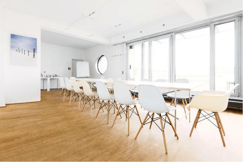 Freie Büroflachen – Großer Konferenzraum inkl. Dachterrasse