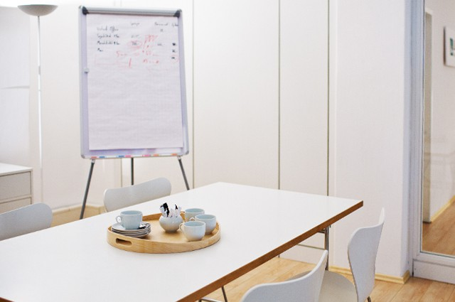 Person Conference Room Michel Lilienhof Business Center Hamburg - 6 person conference table